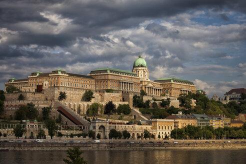 Hungary, Budapest, Buda Castle at Danube River - ABOF00300