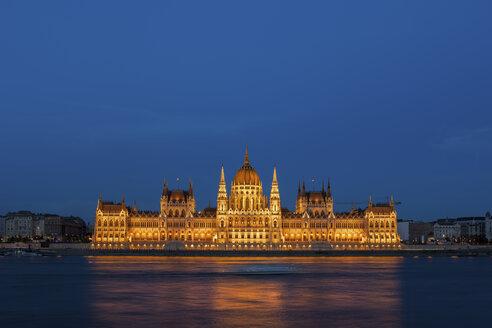 Hungary, Budapest, Hungarian Parliament Building at Danube river at night - ABOF00309