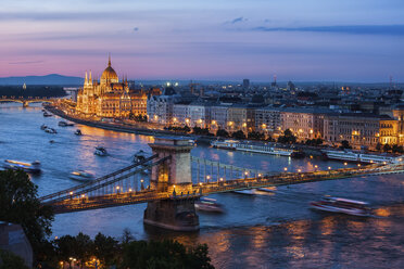 Hungary, Budapest, cityscape at dusk with Chain Bridge on Danube River - ABOF00327