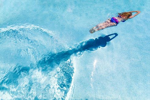Spain, woman diving in swimming pool - SMAF00852