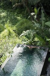 Mature man relaxing in swimming pool - SBOF00900