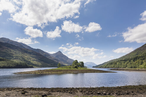 Great Britain, Scotland, Scottish Highlands, West Coast, View of small island in Loch Leven - FOF09415