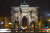 Germany, Bavaria, Munich, North facade of Victory Gate at night - MMAF00191