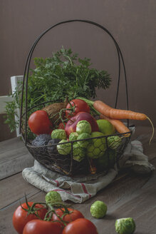 Fruit and vegetable basket, carrot, avocado, coconut, brussels sprouts, limette, tomato, apple - ODF01572