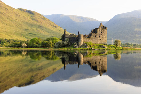 Great Britain, Scotland, Scottish Highlands, Argyll and Bute, Loch Awe, Castle Ruin Kilchurn Castle - FOF09478