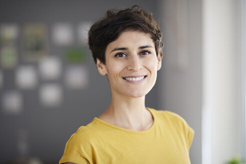 Portrait of smiling woman at home - RBF06139