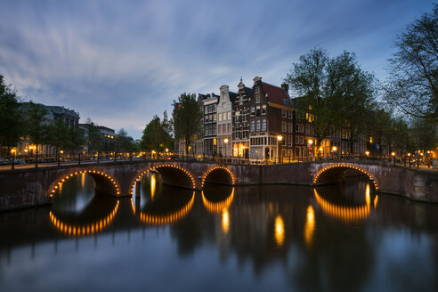 Netherlands, Amsterdam, Amsterdam, Canal view at dawn - XCF00160