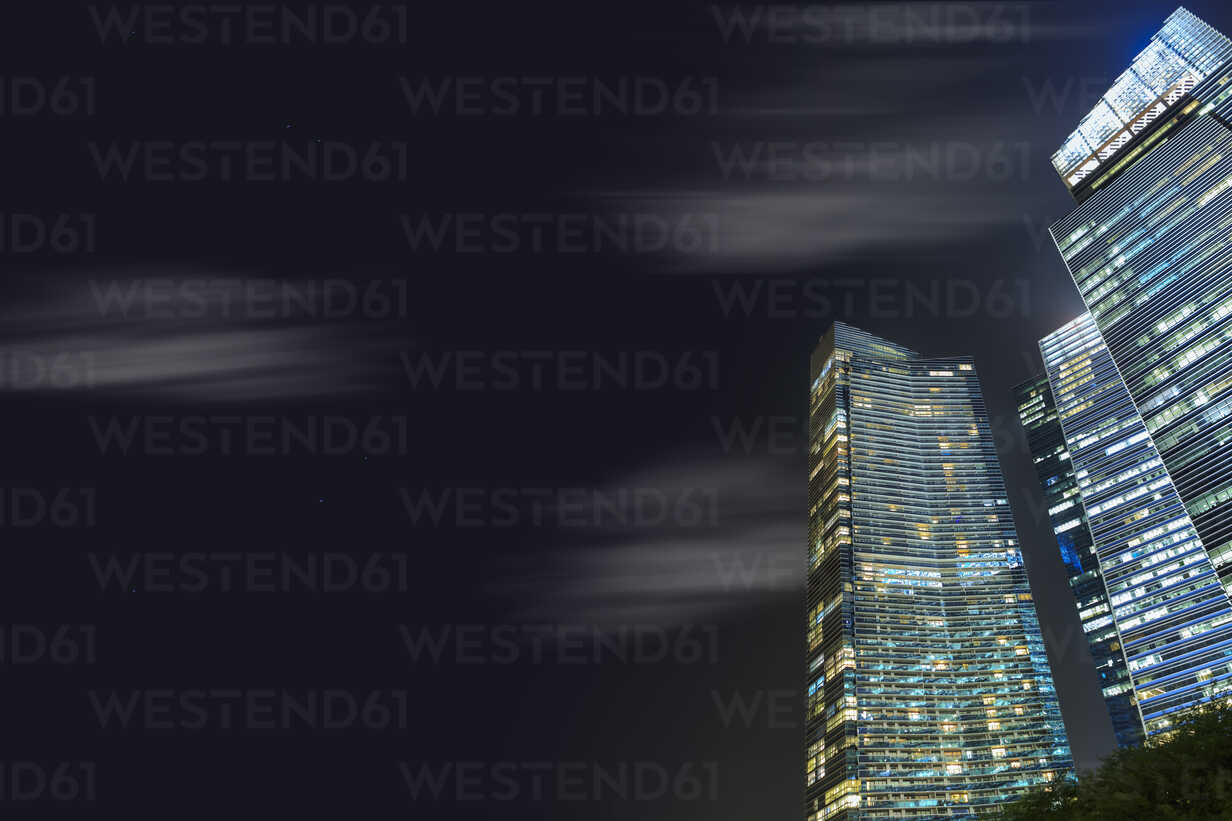 Singapore, skyscrapers by night - VTF00600 - Val Thoermer/Westend61