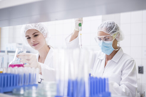 Two scientists working together in lab - WESTF23684
