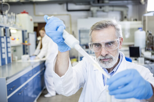 Scientist working in lab pipetting - WESTF23702