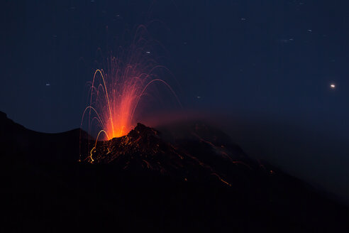 Italy, Aeolian Islands, Stromboli, volcanic eruption before night sky background, lava bombs - THGF00025