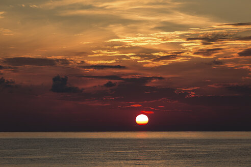 Italy, Aeolian Islands, Stromboli, sunrise - THGF00034
