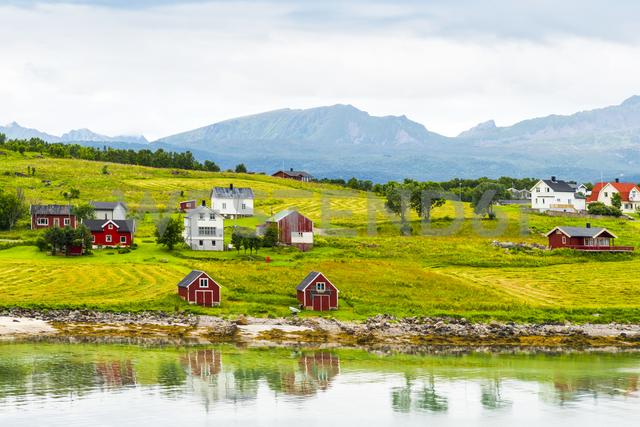 Norway, Nordland, Vestvagoey, Lofoten Island, houses at coast - CSTF01504