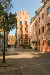 Poland, Pomerania, Gdansk, Old town, old buildings and alley - CSTF01531