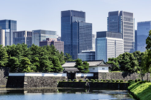 Japan, Tokyo, Chiyoda district, Lake in Imperial Palace area - THAF02066