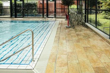 Empty indoor swimming pool - MFF04218