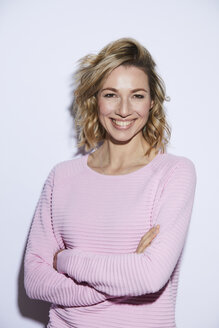 Portrait of blond woman, smiling, rosa pullover - PNEF00357