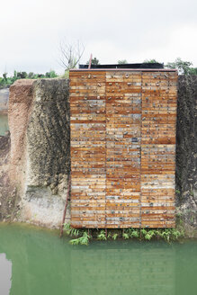Thailand, Chiang Mai, climbing wall on a rock of a water park centre - IGGF00192