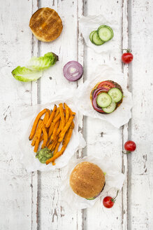 Homemade burger with sweet potato fries and avocado dip - LVF06439