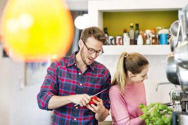 Young couple preparing healthy meal in kitchen - PESF00817