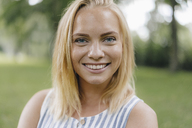 Portrait of smiling young woman in a park - KNSF03121