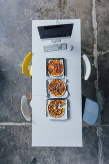 Meeting table with pizza and pc - JOSF02088