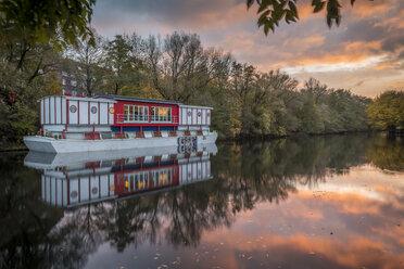 Germany, Hamburg, Isebek canal, showboat Hoheluftschiff at sunset - KEBF00694