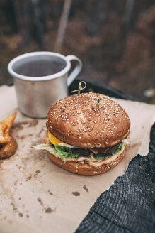 Burger and mug with tea on stamp - VPIF00302