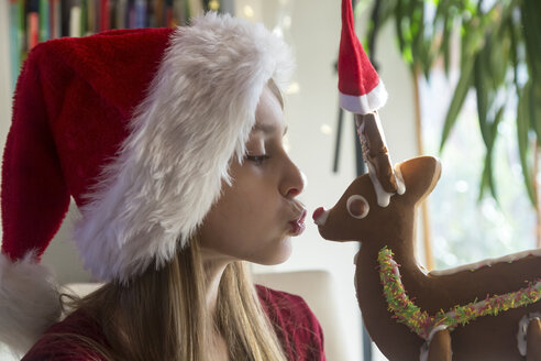 Girl and gingerbread reindeer with Christmas caps - SARF03450