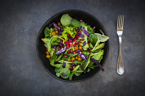 Bowl of mixed leaf salad with pomegranate seed, red cabbage and roasted curcuma chick peas - LVF06516