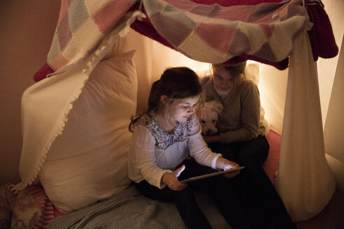 Two girls with dog and tablet in children's room - MOEF00552