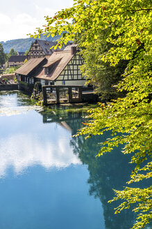 Germany, Baden-Wuerttemberg, Blaubeuren, Blautopf, hammer mill and Blau river - PUF00998
