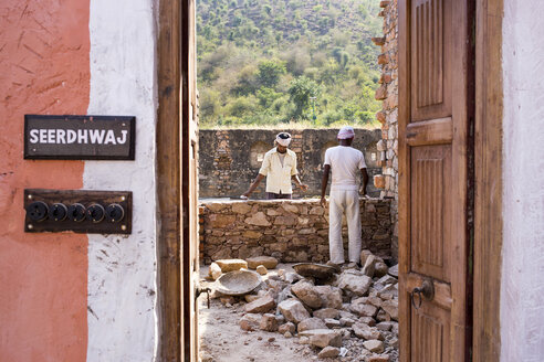 India, Rajasthan, Alwar, Heritage Hotel Ram Bihari Palace, construction site - NDF00721