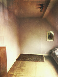 attic room, bedroom with central heating and carpet - GWF05361