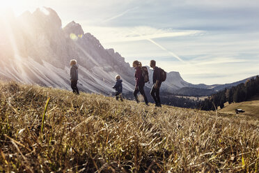Italy, South Tyrol, Geissler group, family hiking - RBF06235