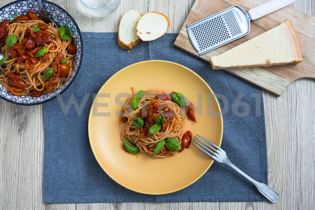 Spaghetti with cherry tomatoes and basil on a plate - GIOF03711