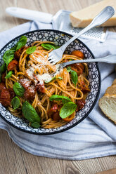 Spaghetti with cherry tomatoes and basil in a bowl - GIOF03726