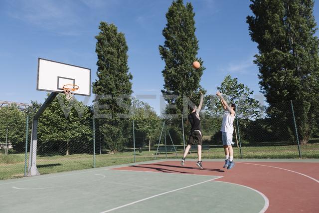 Men playing basketball - ALBF00323