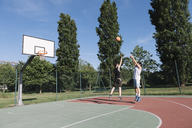 Men playing basketball - ALBF00323