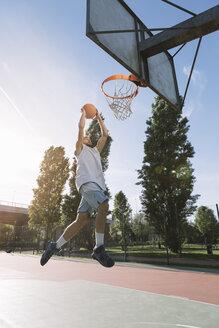 Man playing basketball - ALBF00329