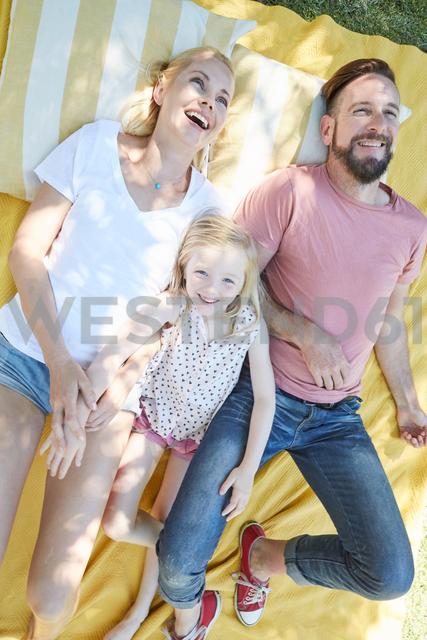 Happy family lying on a blanket - SRYF00659