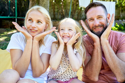 Portrait of happy family pulling the same face - SRYF00665