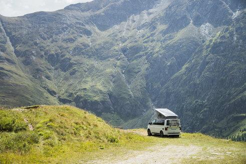 Austria, Carinthia, Camper at Grossglockner High Alpine Road - STCF00357