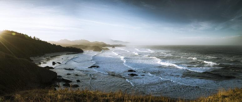 USA, Oregon, Cannon Beach at sunrise - STCF00372