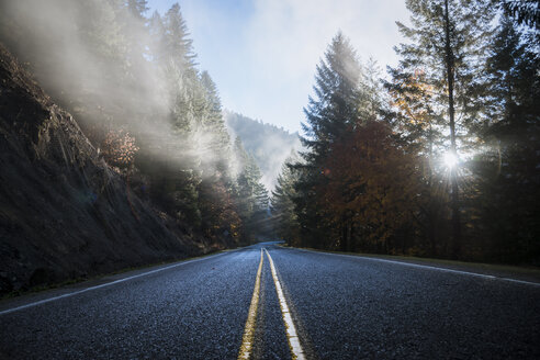 USA, Oregon, Klamath County, road in Crater Lake National Park - STCF00375