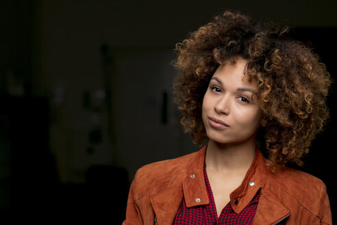 Portrait of woman with ringlets in front of black background - HHLMF00005