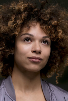 Portrait of woman with curly hair - HHLMF00014