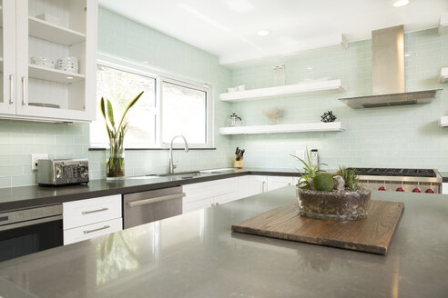 Interior of a modern kitchen - MFRF01064