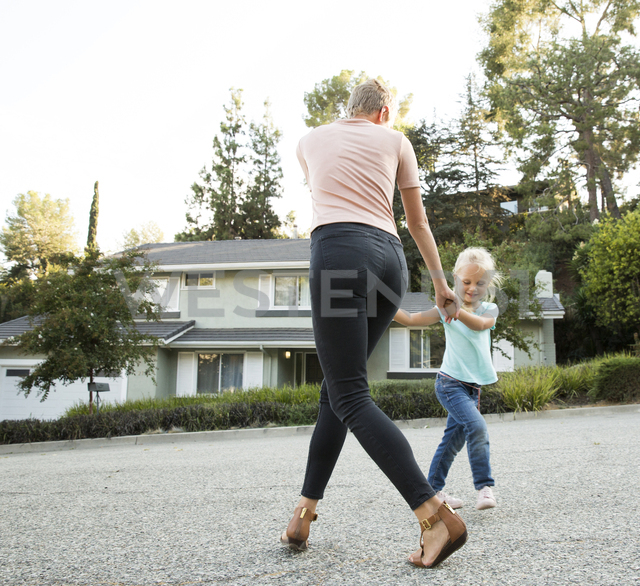 Mother playing with daughter in front of their home - MFRF01142 - Michelle Fraikin/Westend61