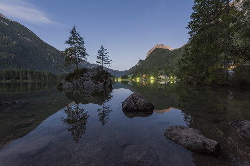 Germany, Bavaria, Berchtesgaden Alps, Lake Hintersee - RPSF00068